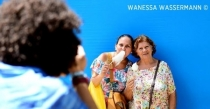 Performance de artista alemã estimula população no 13 de maio
